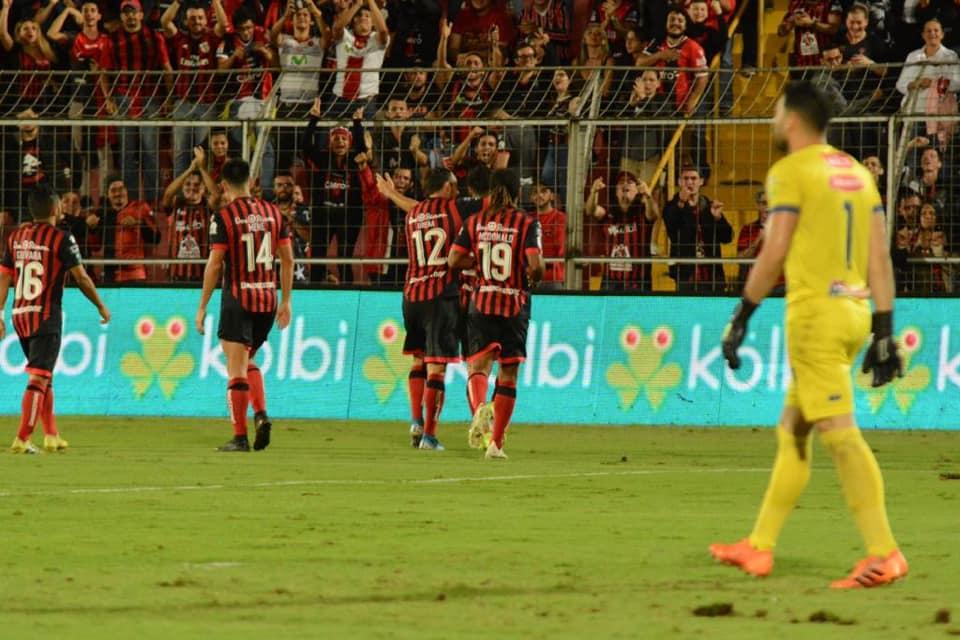 """Alajuelense derrotó a Jicaral en un partido que """"de trámite"""" sólo tuvo el nombre."""