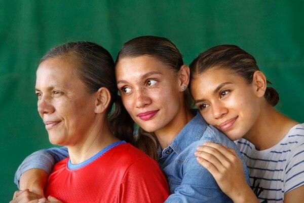 La atleta Andrea Vargas, su mamá y su hermana, serán las Mariscales del Festival de la Luz 2019.
