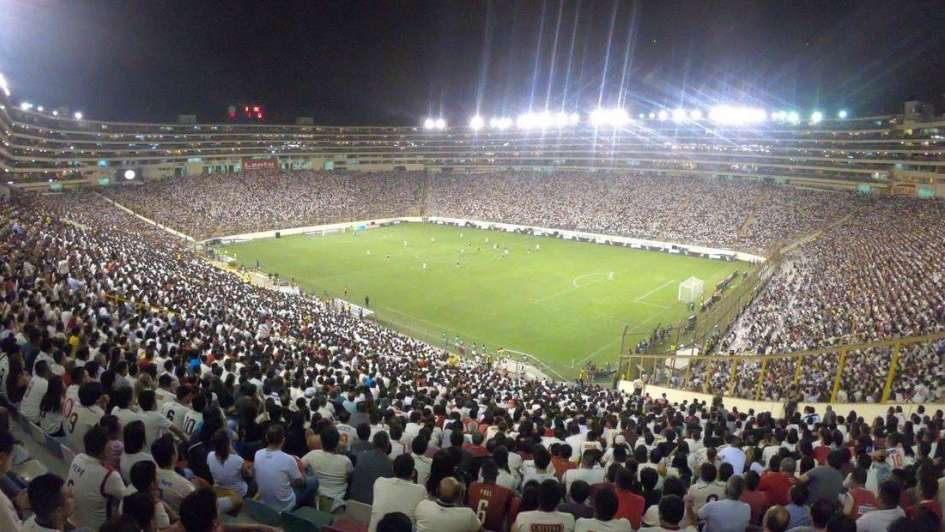 Violencia en Lima antes de la final de la Copa Libertadores: pleito entre barrabravas terminó con dos muertos.