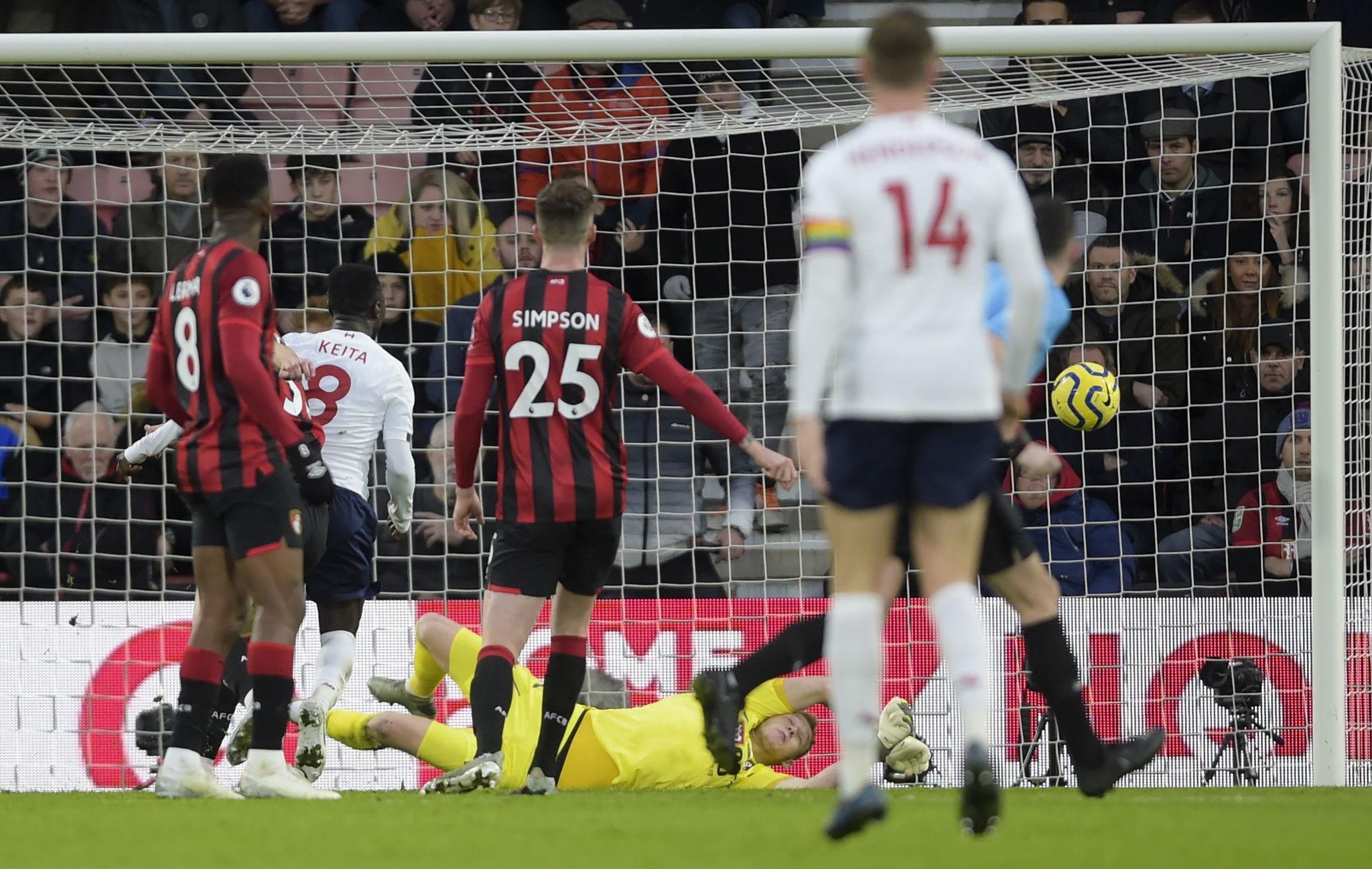 El Liverpool goleó 3 a 0 al Bournemouth y se aleja aún más del City.