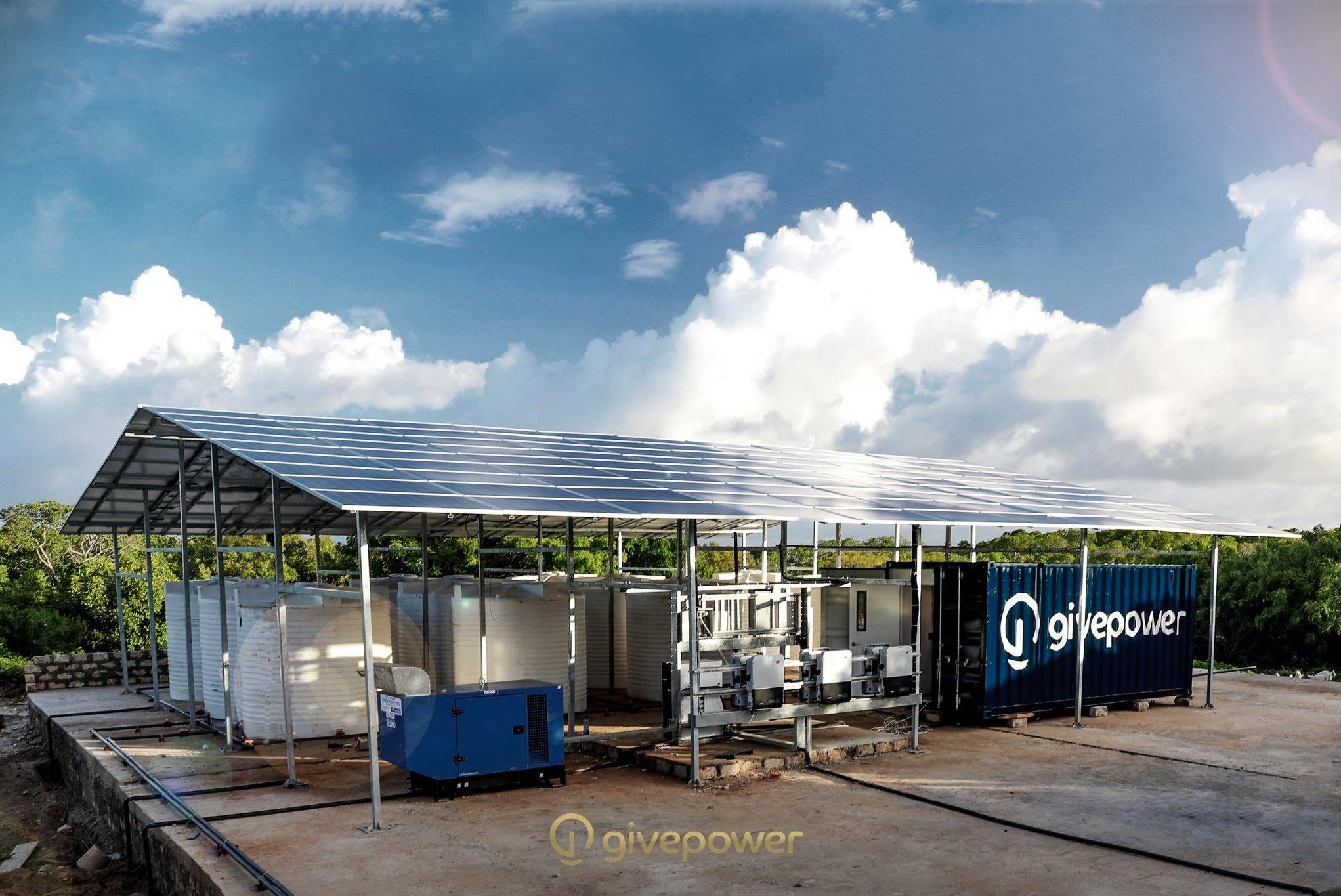 Kenia instala la primera planta de energía solar que transforma agua salada en agua potable y abastece a 25.000 personas