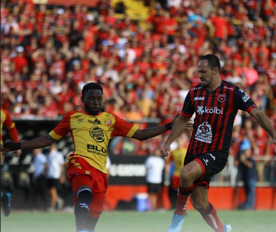 Herediano anuló a Alajuelense, ganó la segunda fase y a su estilo obligó a una gran final.