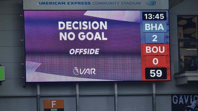 """VAR sólo se usará en Inglaterra contra los errores """"claros y evidentes"""" de los árbitros"""