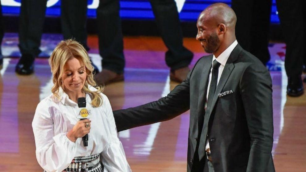 """Presidenta de los L. A Lakers sobre muerte de Kobe: """"Mi padre te amaba como a un hijo, lo que nos hace familia"""""""