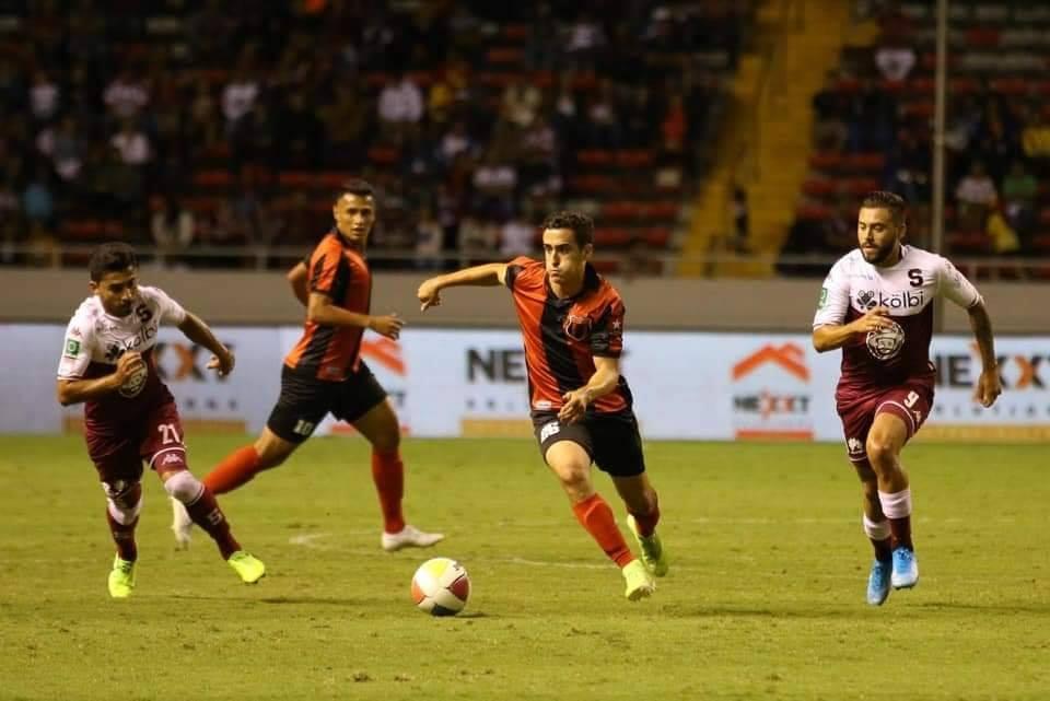 """Alajuelense se dejó los """"90 minutos por la vida"""" pero los niños fueron los campeones."""