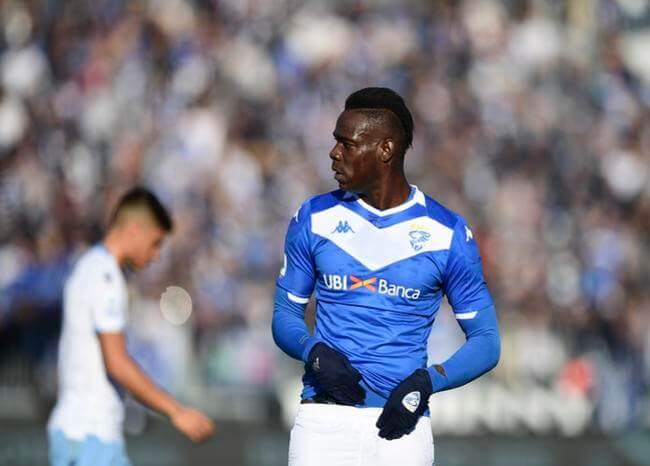 Multan con €20 mil a la Lazio por gritos racistas contra Mario Balotelli.
