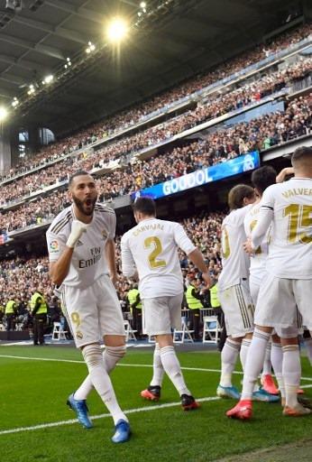 Real Madrid derrotó al Atlético y se afianza en la punta de la Liga Española.