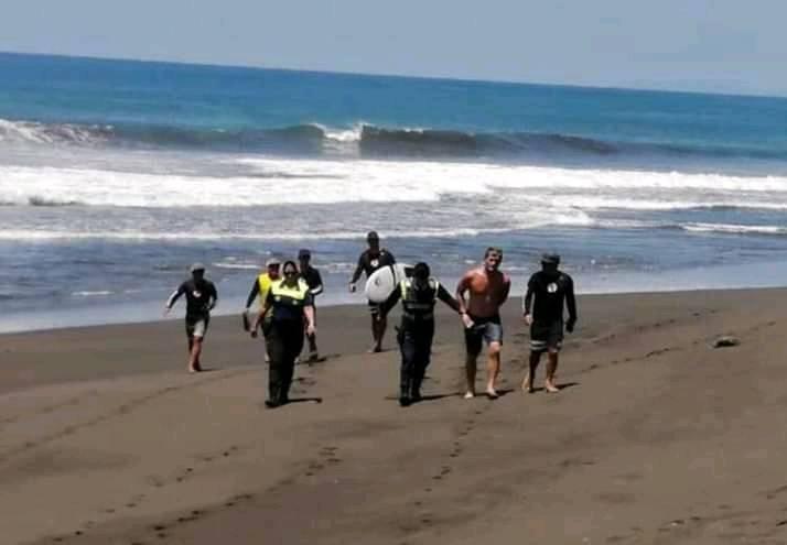 Noe Mar McGonagle ofreció disculpas por irrespetar medida sanitaria que ordenó el cierre de playas.