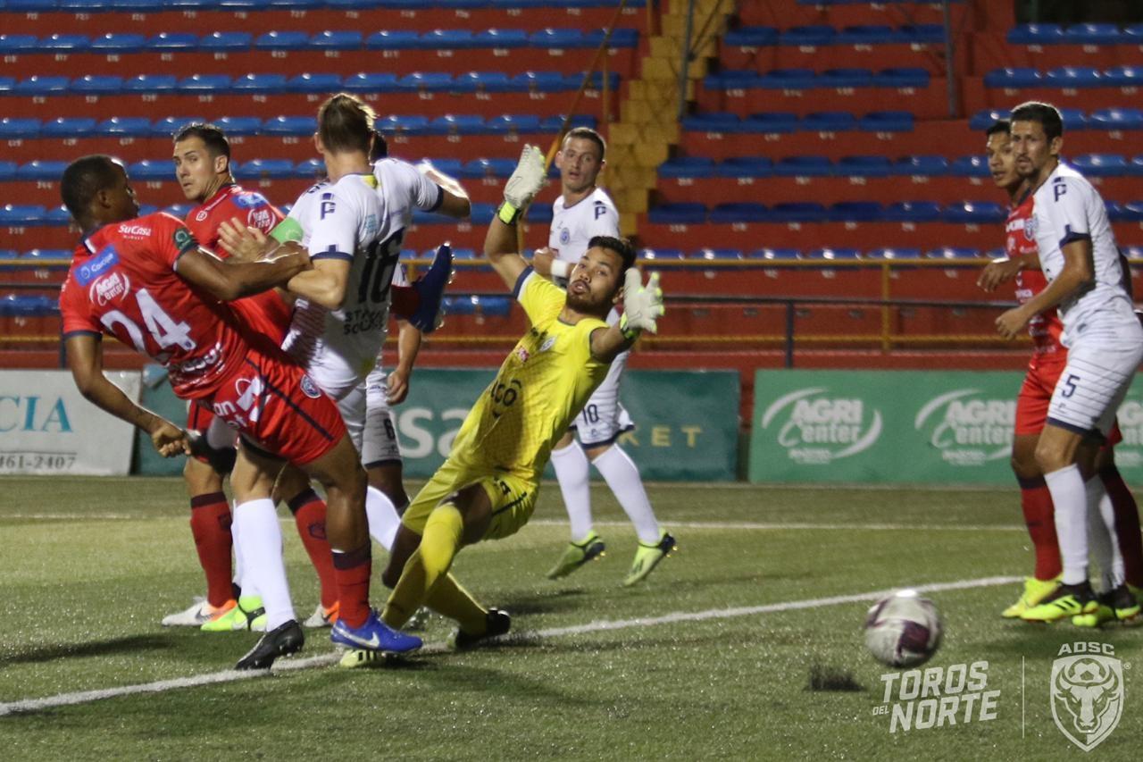 San Carlos y Guadalupe FC se quitan puntos en su lucha por clasificar.