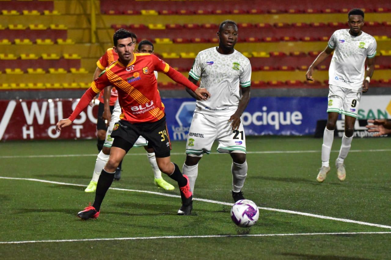 Limón FC le quita el invicto a un Herediano que suma 4 partidos sin ganar.