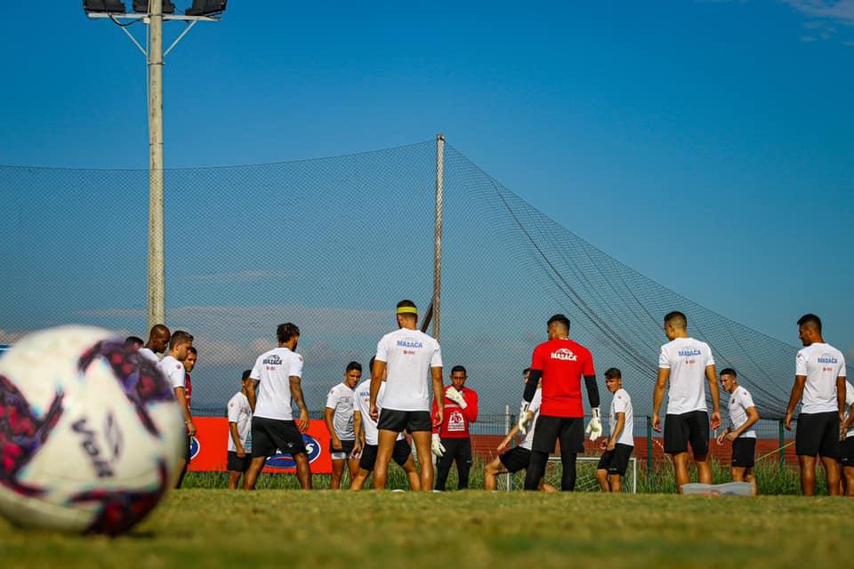 Autoridades del gobierno aprueban protocolo y guía técnica sanitaria del fútbol para que regresen a entrenamientos.