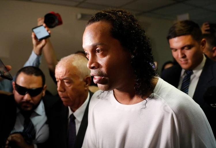 Ronaldinho cumple un mes en la cárcel.
