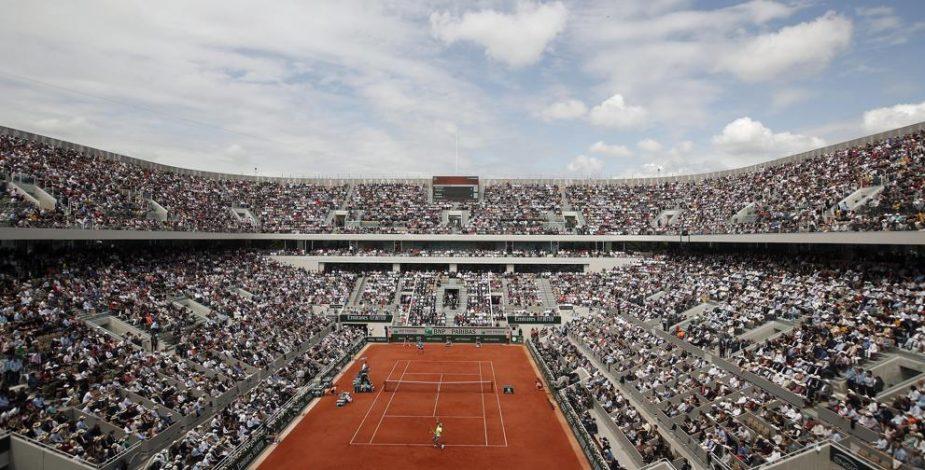 Federación de tenis francesa analiza posibilidad de disputar el Roland Garros a puerta cerrada.