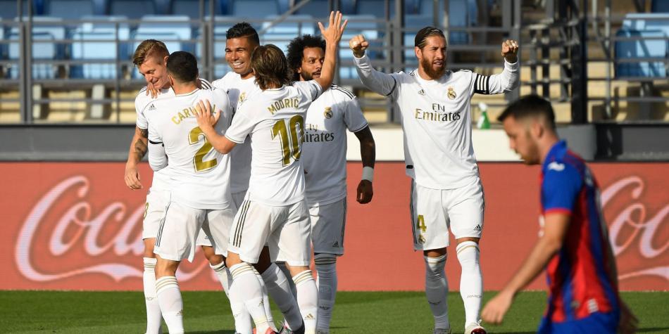 El Real Madrid derrotó al débil Eibar y no pierde de vista al Barcelona.
