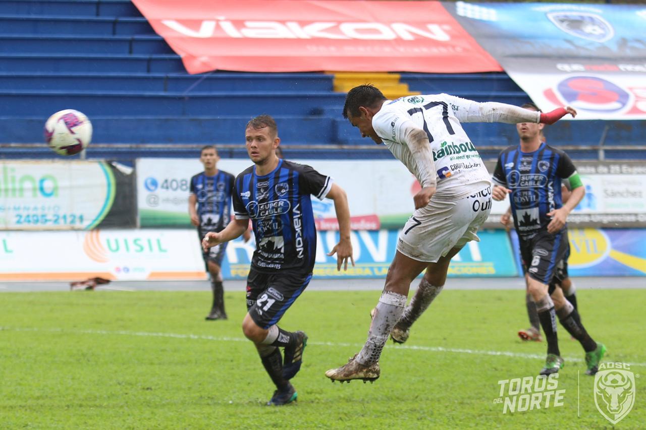 San Carlos cierra temporada goleando a Grecia con triplete del mexicano Cruz.