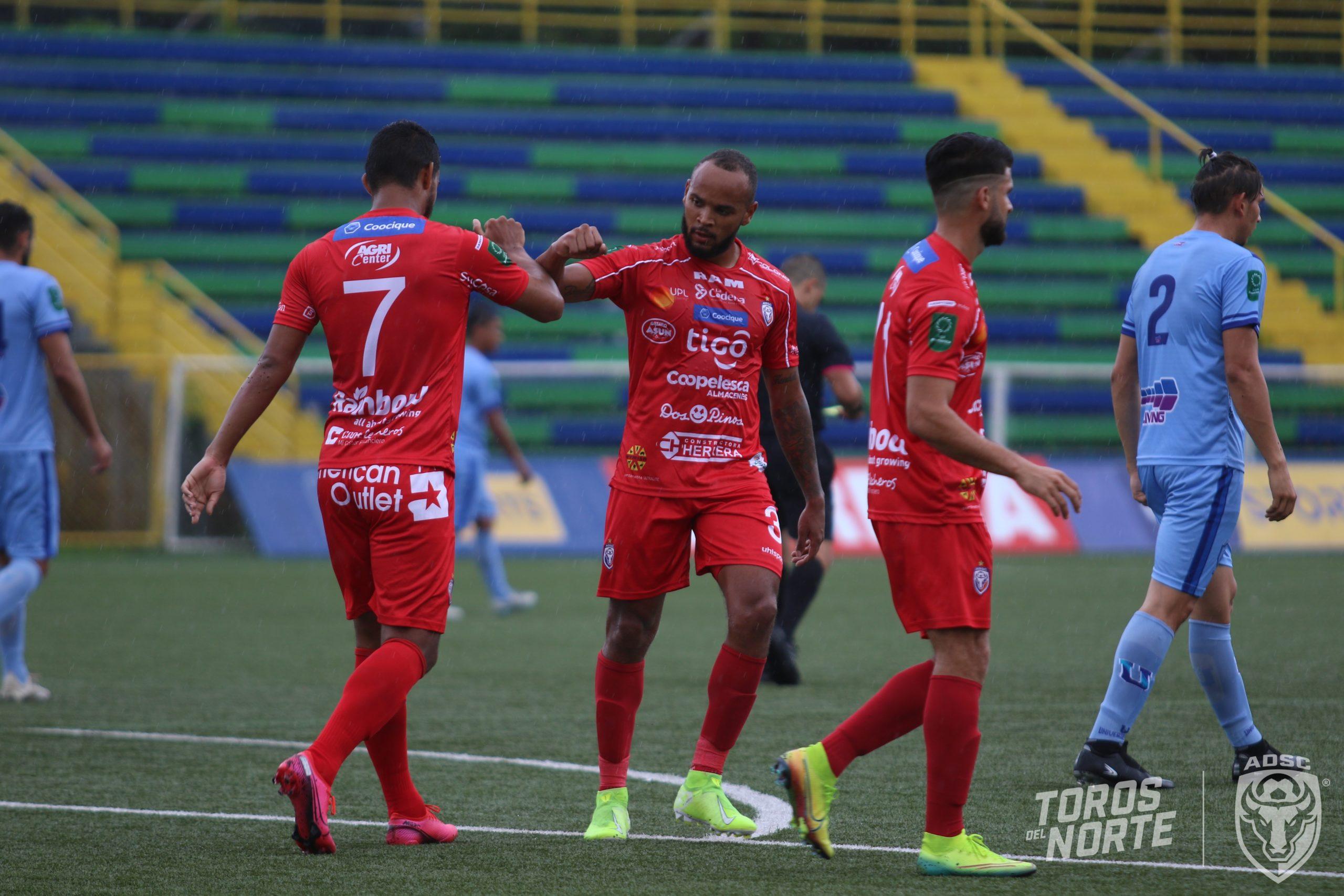 San Carlos maquilla su irregularidad derrotando al descendido Universitarios.