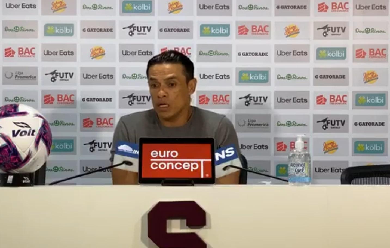 """Walter Centeno: """"Soy consciente que si este Saprissa quiere ser campeón tiene que darme dos tiempos, no uno""""."""