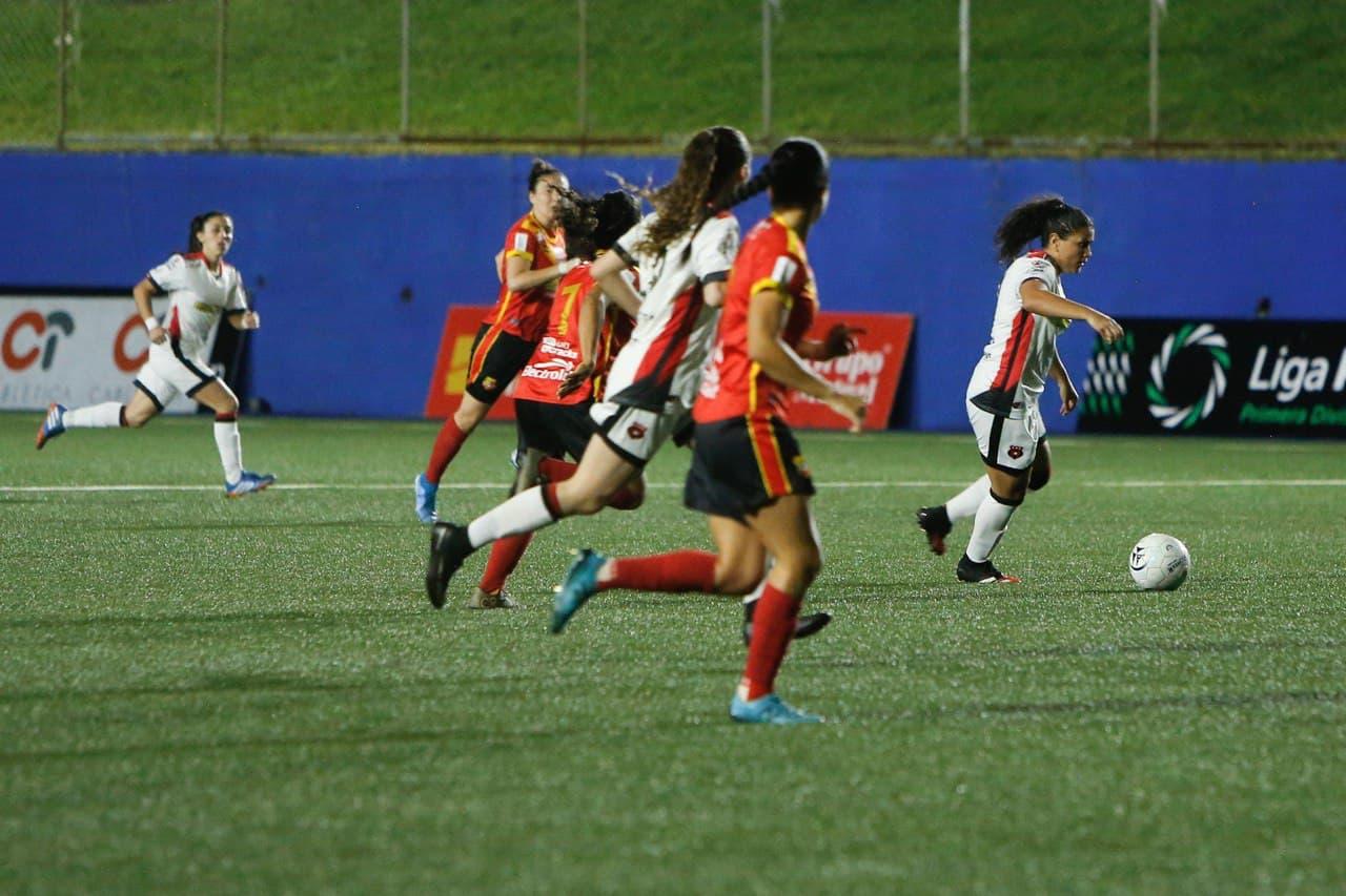 Alajuelense asume provisionalmente la punta en el fútbol femenino tras empatar de visita ante Herediano.