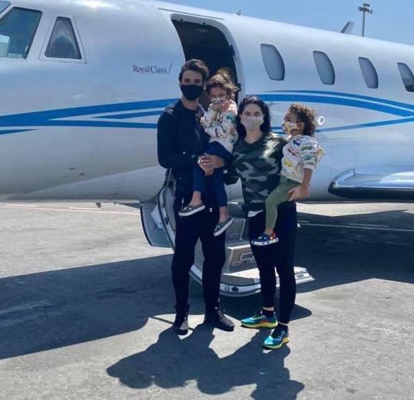 Bryan Ruiz llegó al país en vuelo privado.