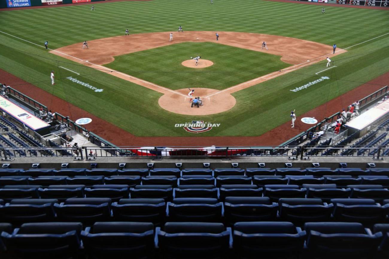 Suspenden dos partidos de la MLB por un brote en Marlins con al menos 14 positivos por coronavirus.