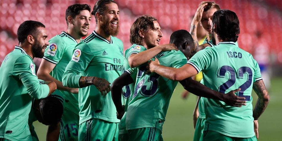 Real Madrid vence a Granada y queda a un paso de ganar la liga española.