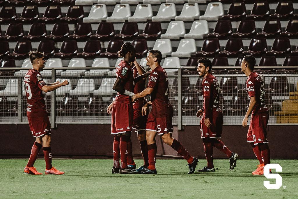 Saprissa confirma el primer caso positivo por COVID-19 en uno de sus futbolistas.