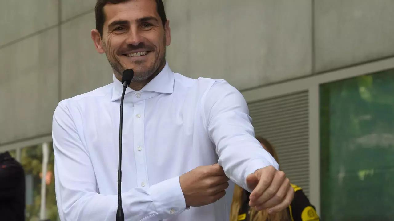 Oficial: Iker Casillas colgó los guantes.
