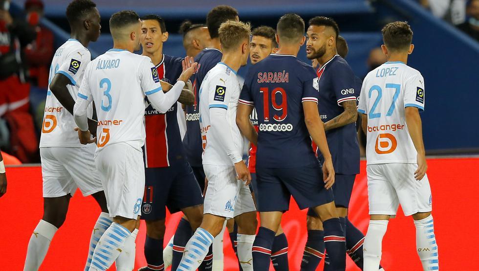 PSG perdió el Clásico en Francia y el partido terminó en un vergonzoso zafarrancho con 5 expulsados.