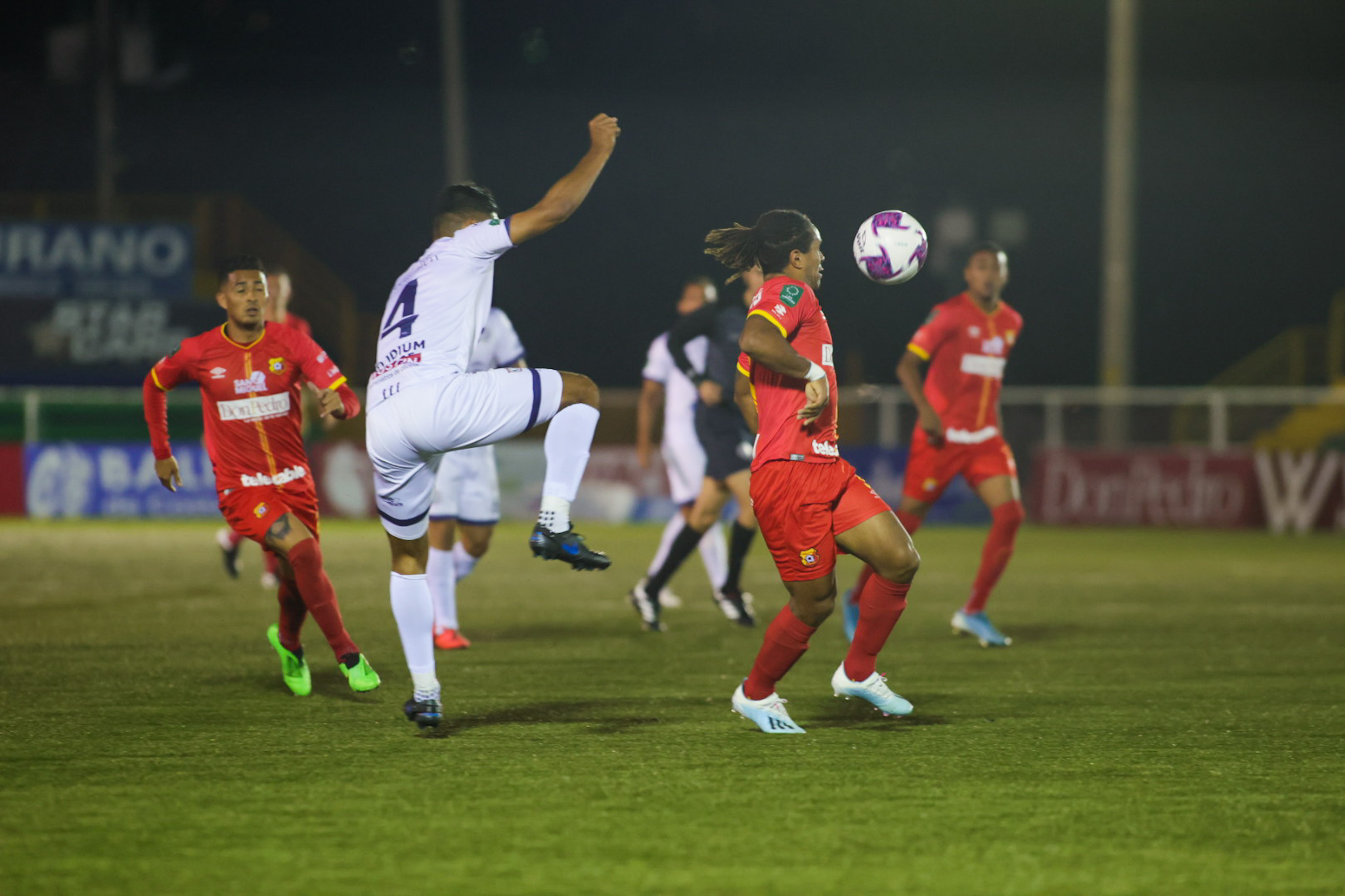 Herediano sufrió ante Guadalupe FC, pero terminó siendo eficaz con 10 hombres.