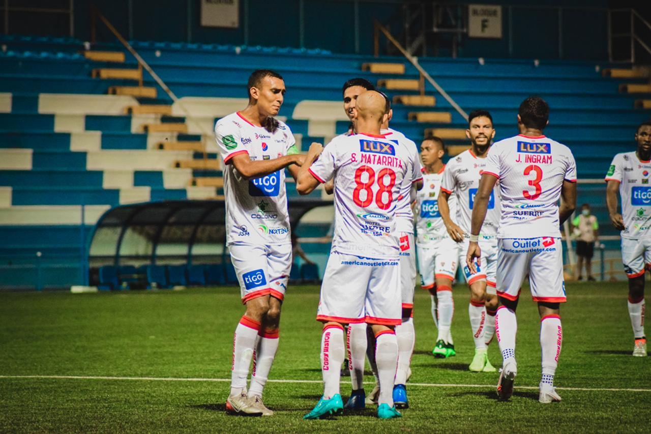 Santos logró su primera victoria del Torneo derrotando de visita a un Pérez Zeledón que no levanta cabeza.
