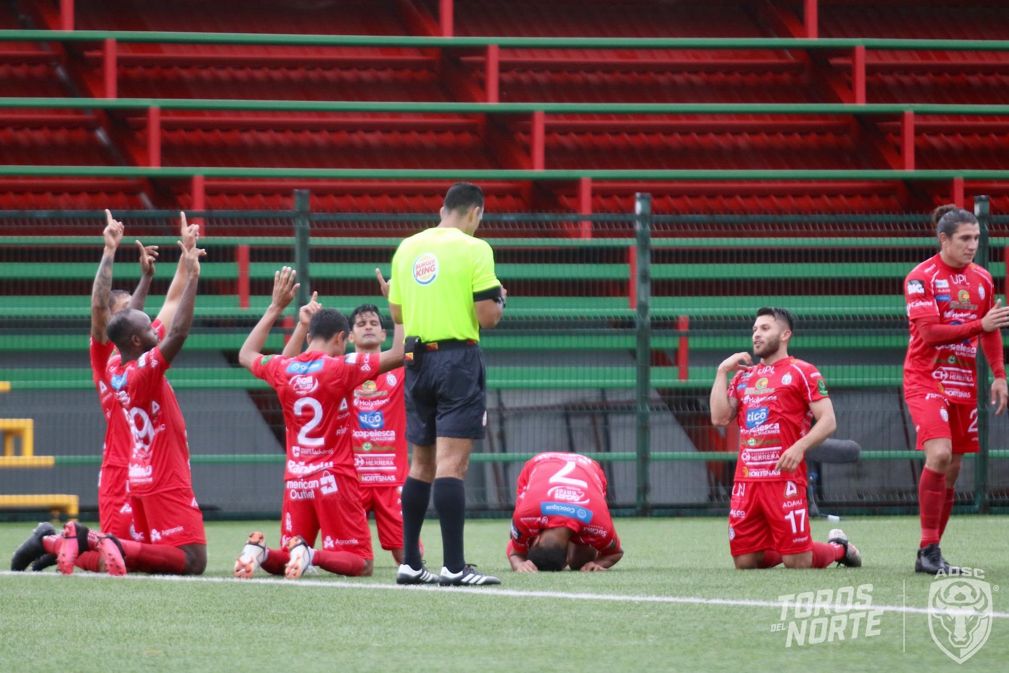 Equipo de San Carlos con casos sospechosos de COVID-19. El partido entre Limón FC vs San Carlos queda pospuesto.
