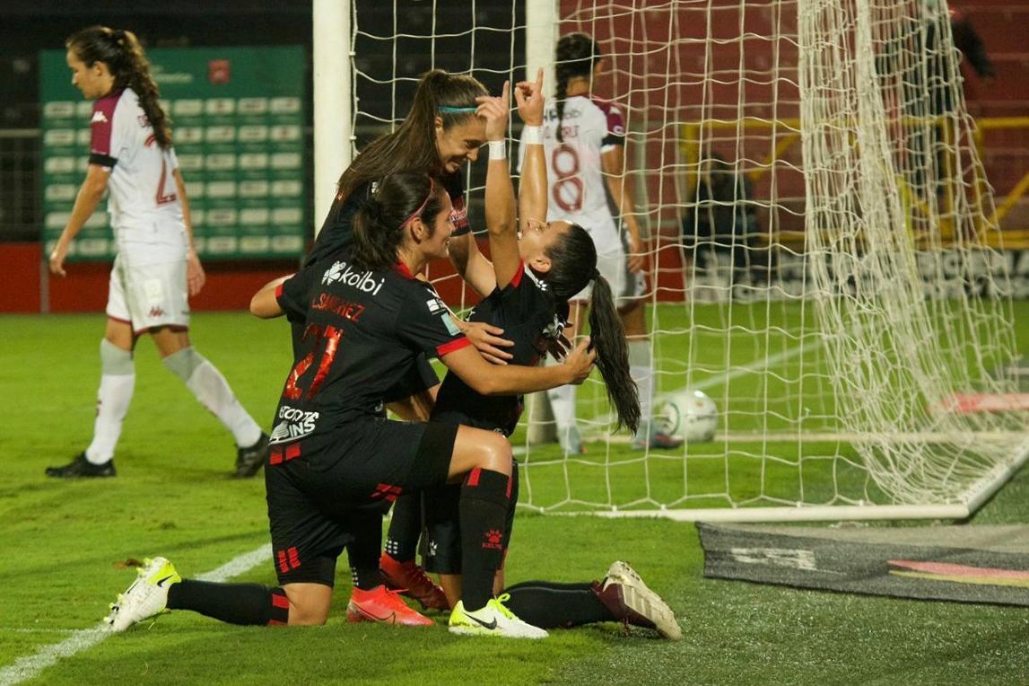 CLÁSICO FEMENINO: Alajuelense goleó a Saprissa y asume el liderato de la Cuadrangular A.