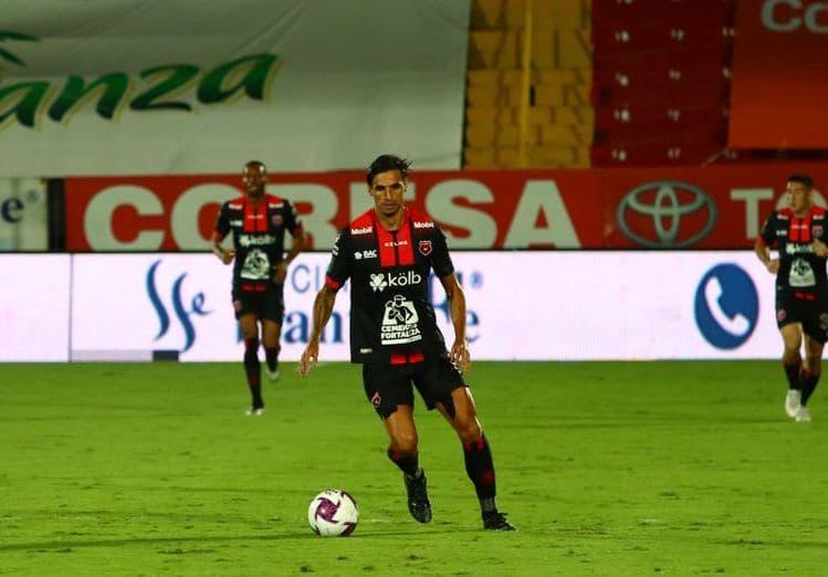 Bryan Ruiz considera que Montenegro y Alfaro fueron mal expulsados.