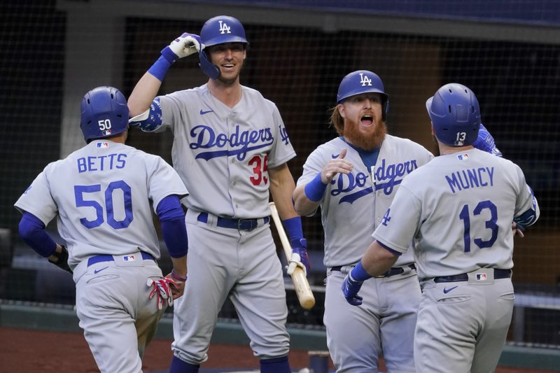 Los Dodgers despiertan en el tercer juego y aplastaron a los Bravos 15-3.