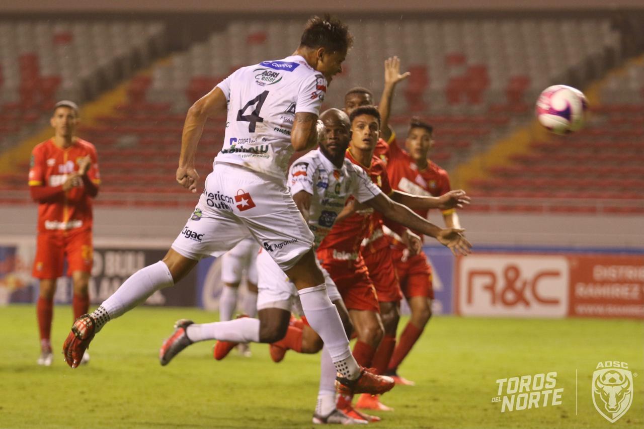 Herediano y San Carlos se quitaron puntos tras empatar en el Estadio Nacional.