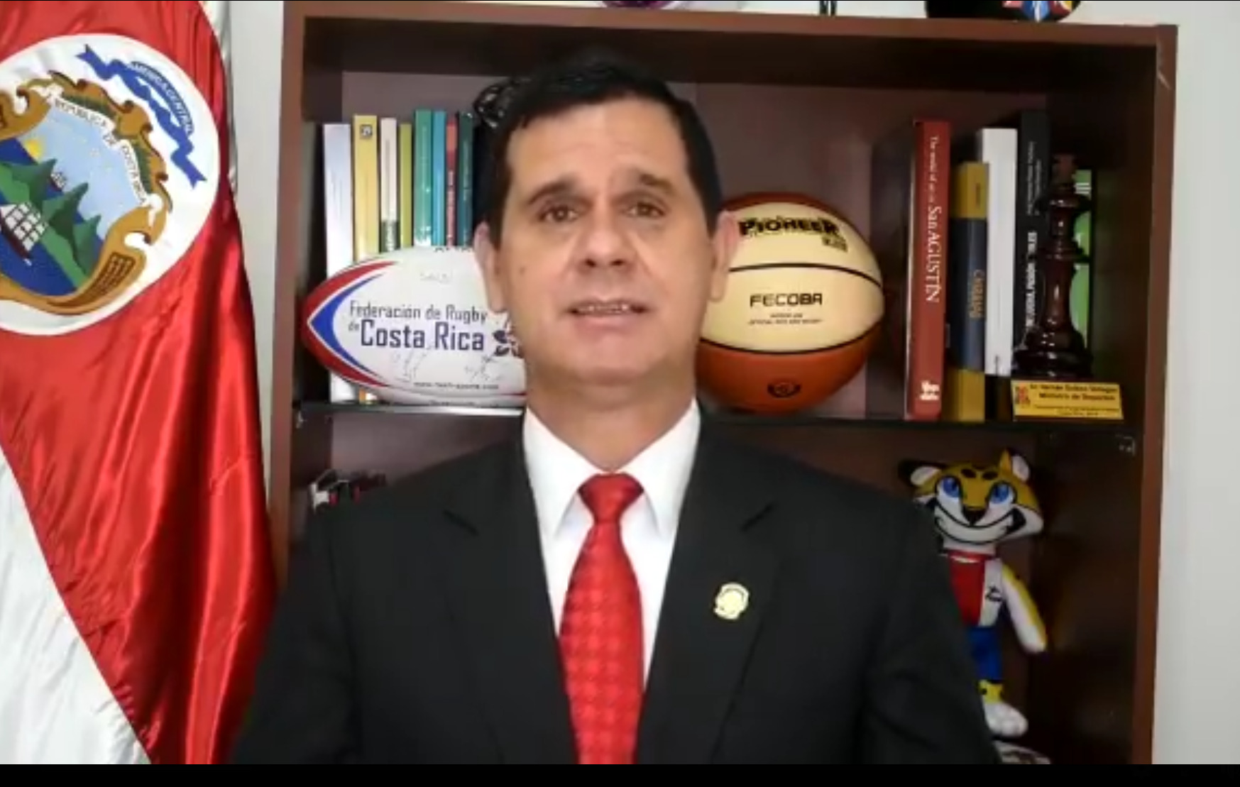 Ministro de Deportes advierte que reducción en el presupuesto del ICODER traería serias implicaciones.