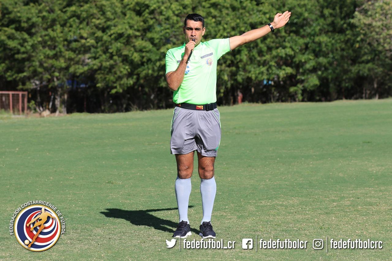 Juan Gabriel Calderón dirigirá el Clásico del fútbol de Costa Rica.