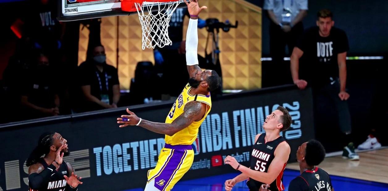 Los Lakers quedaron a un paso del anillo.
