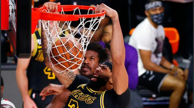 Los Ángeles Lakers ponen la serie de la final 2-0 sobre el Heat de Miami.