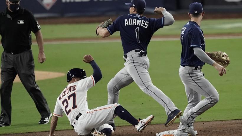 Rays vencen a Astros y se ponen a un paso de la Serie Mundial de béisbol.