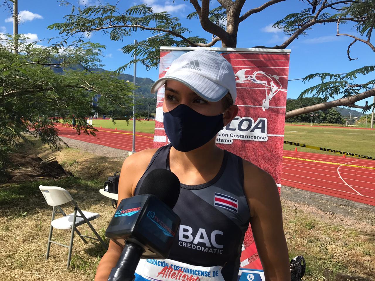 Noelia Vargas impuso nuevo récord nacional en los 10.000 metros marcha.
