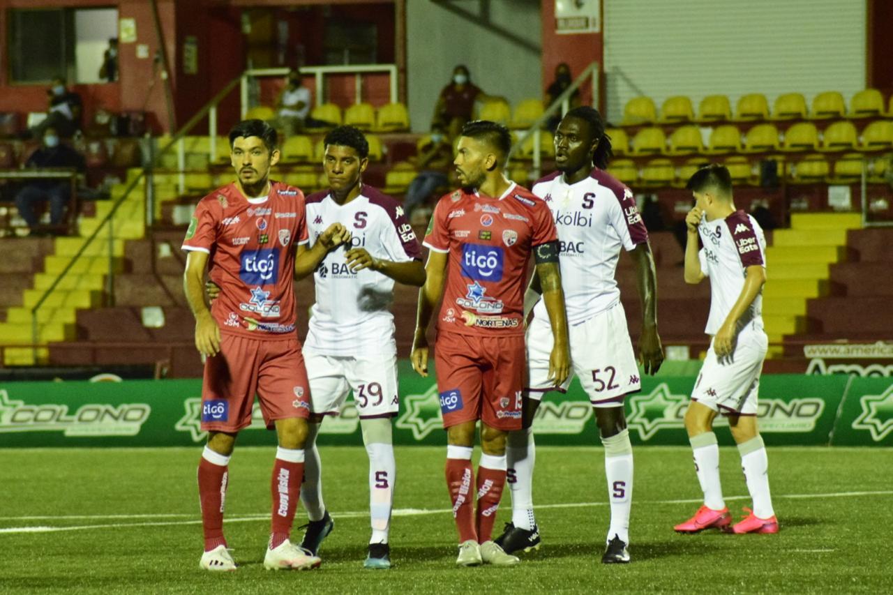 Santos frenó la racha ganadora y goleadora del Saprissa y evitó la liguilla por el no descenso.
