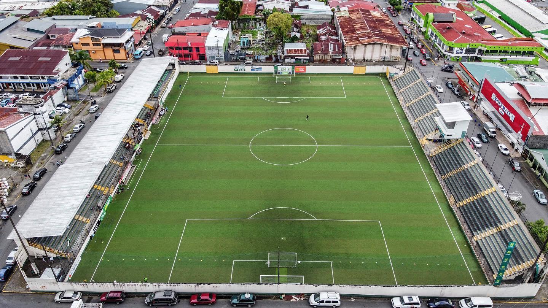Comité de Licencias solicita detalles sobre inversión de Limón FC en estadio Juan Gobán.