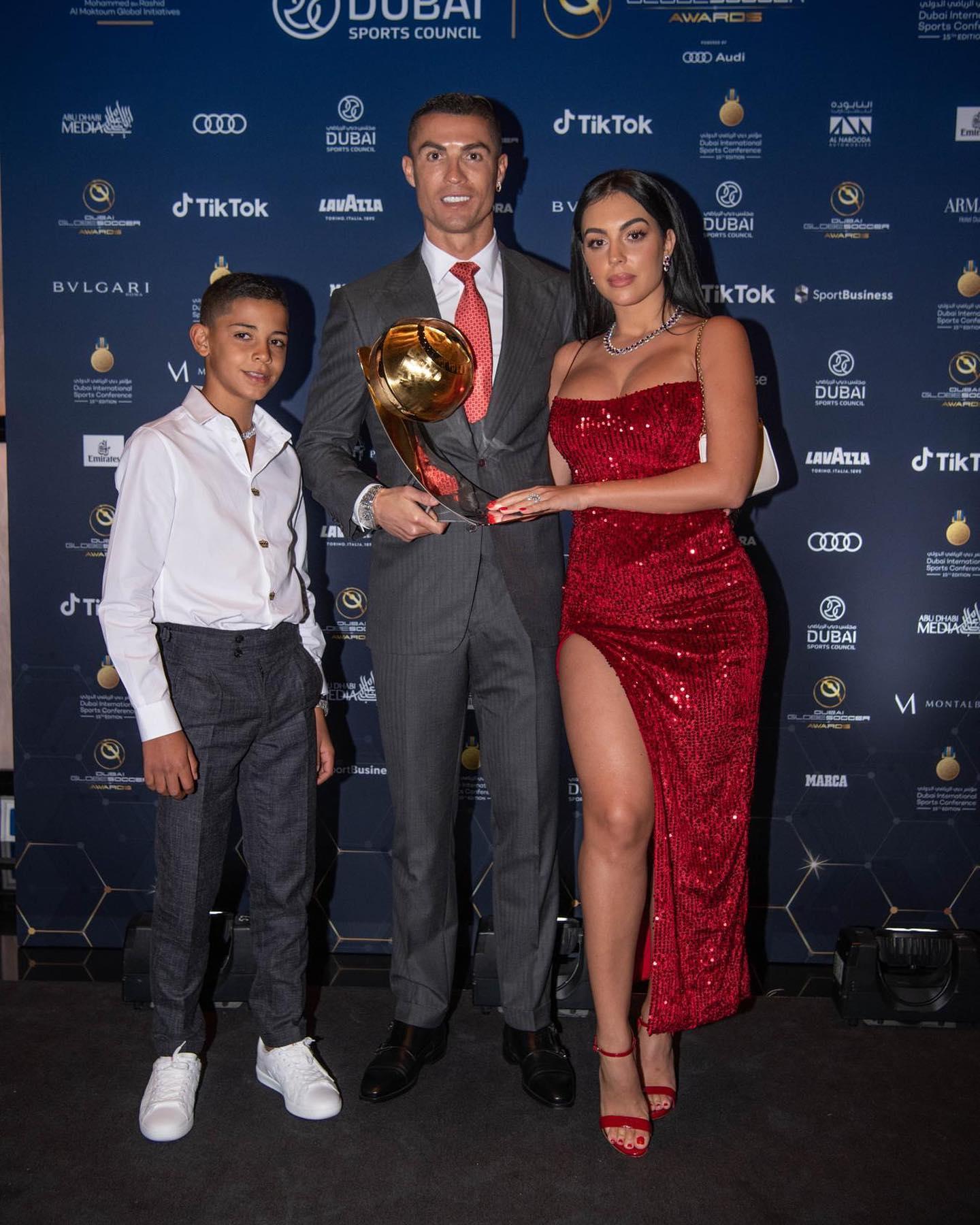Cristiano Ronaldo: Veremos si mi hijo llega a ser jugador, pero toma bebidas gaseosas y come papas fritas.
