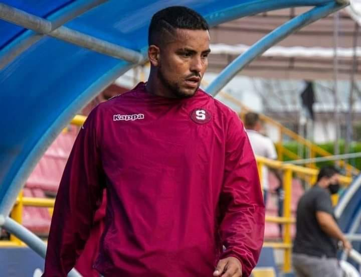 El delantero del Saprissa, Frank Zamora, deberá estar en aislamiento en Honduras tras dar positivo con COVID-19.