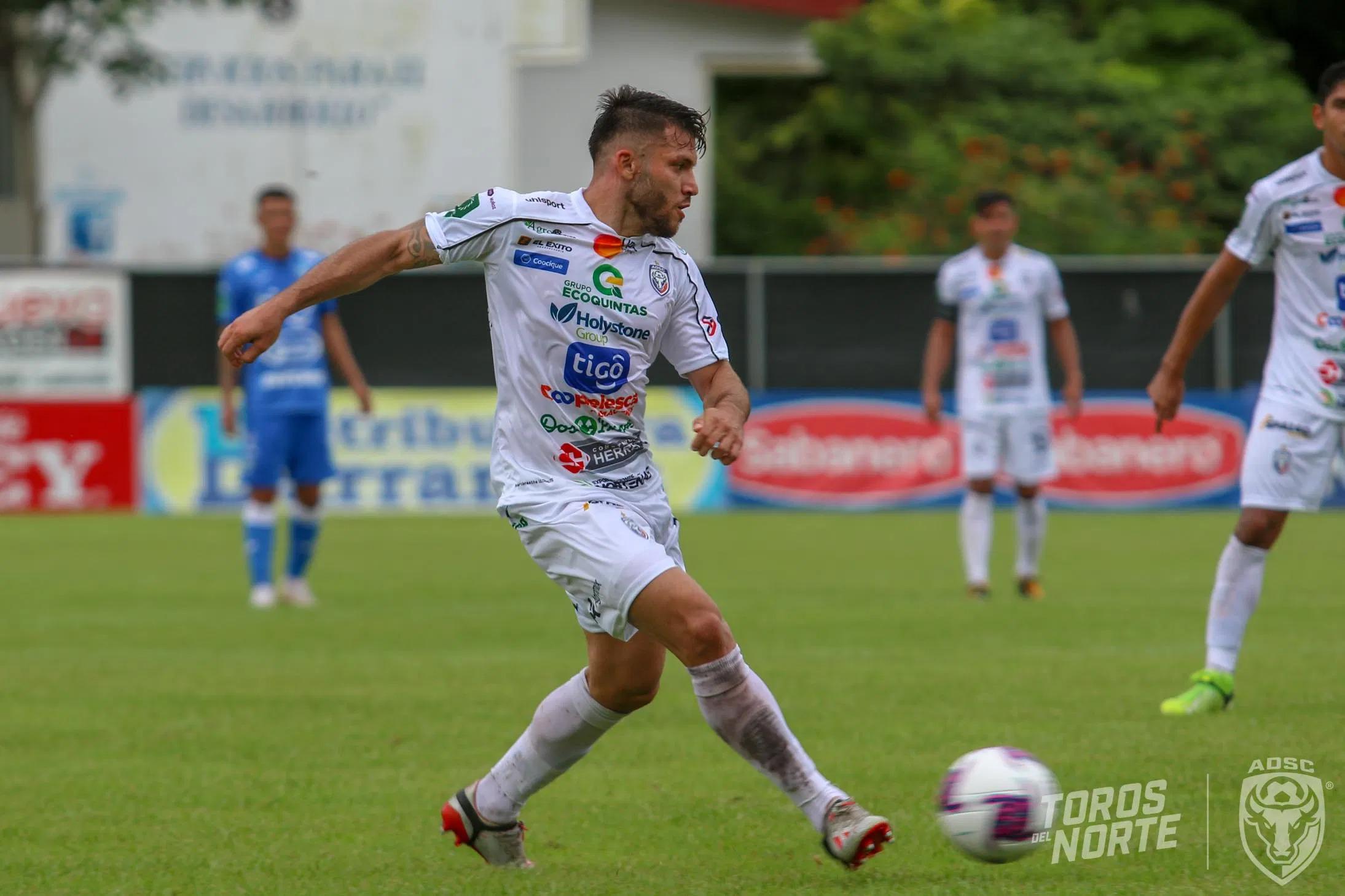 Dirigencias de San Carlos y Alajuelense negociaron el traspaso del volante Jefry Valverde.