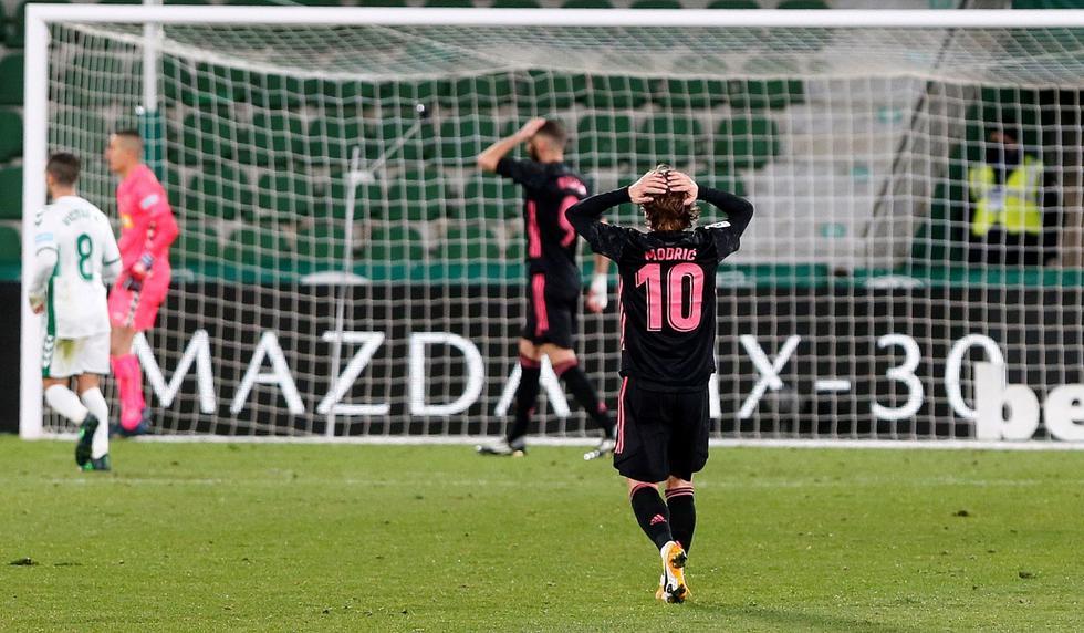 Real Madrid pinchó y le dice adiós al 2020 con un gris empate ante el Elche.