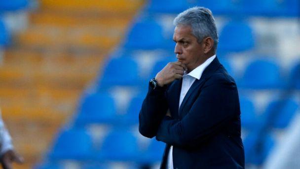 """Reinaldo Rueda se iría de Chile como el seleccionador con peor rendimiento de la """"Generación Dorada""""."""