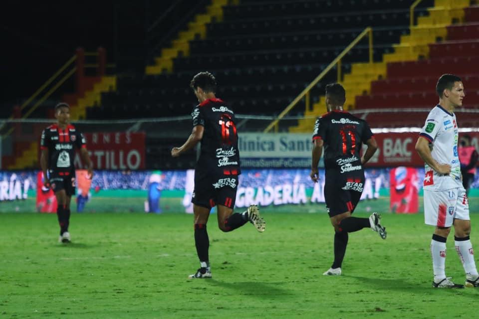 Con gol del capitán en el epílogo, Alajuelense rescató un empate ante un oficioso San Carlos.