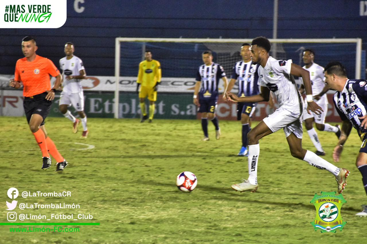 Con tapadas providenciales de Esteban Alvarado, Limón FC rescató un punto a domicilio ante Cartaginés.